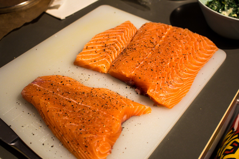 Seasoned salmon ready for salmon en croute | Svelte Salivations