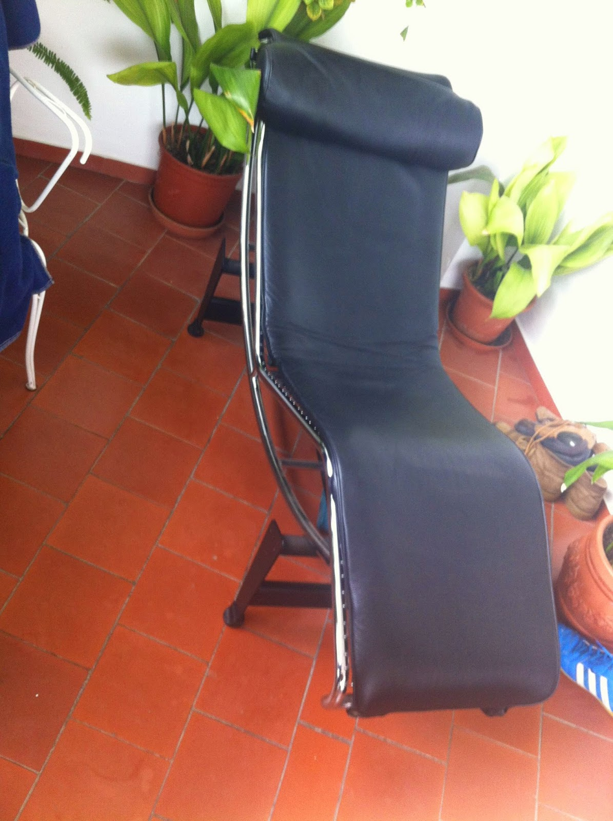 Digame for sale black italian leather chaise long for Black leather chaise sale