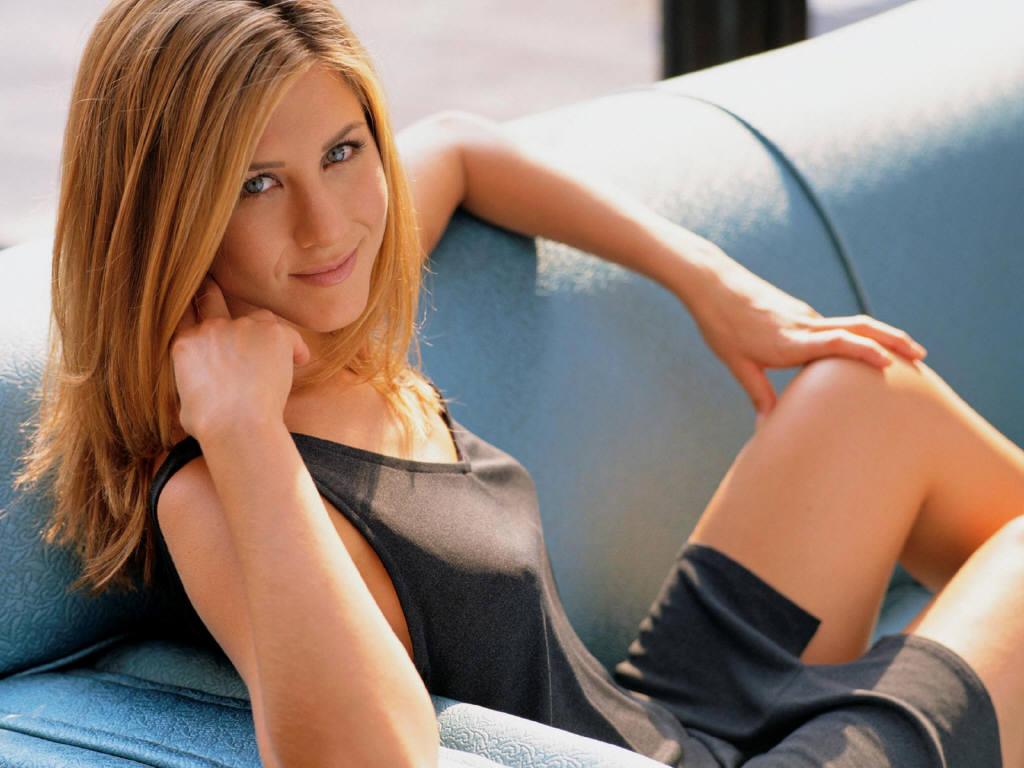 http://4.bp.blogspot.com/-LlmthbH2mTY/TVjgPOn4anI/AAAAAAAAGSQ/6Z2w3p7JmkQ/s1600/Jennifer+Aniston+wallpaper+%252819%2529.JPG