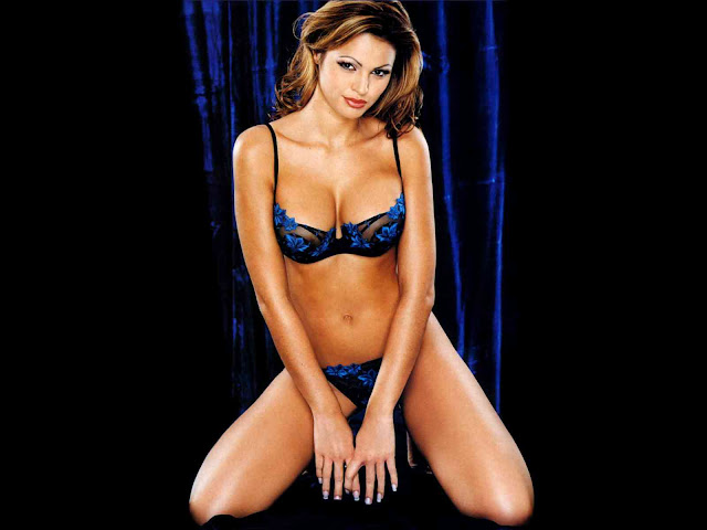 Gabrielle Richens sexy in lingerie' /></a></td></tr> <tr><td class=