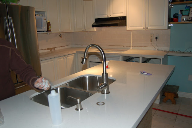 white quartz kitchen counters