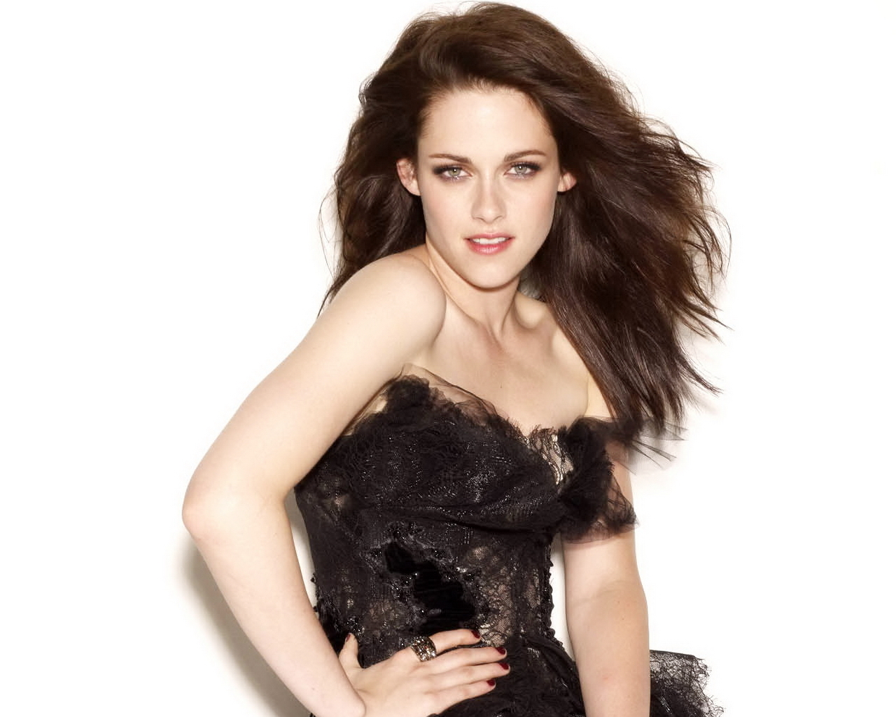 Download this Kristen James Stewart April picture