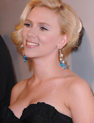 Scarlett Johansson Smiling Wallpaper