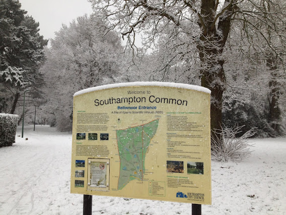 Entrance to Southampton Common in snow