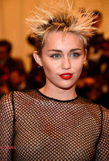 Miley Cyrus Pictures at 2013 Met Gala in New York 0001