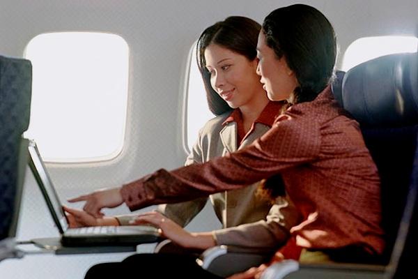 Menggunakan perangkat elektronik dalam penerbangan. ZonaAero