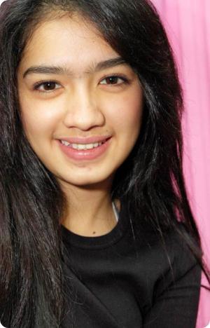 Angel karamoy adalah Artis Indonesia, sekaligus Model yang terkenal ...