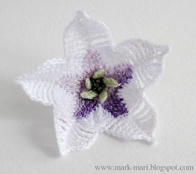 снискал наиболее широкую известность и как лекарственное, и как магическое растение.  Большие белые цветы дурмана...