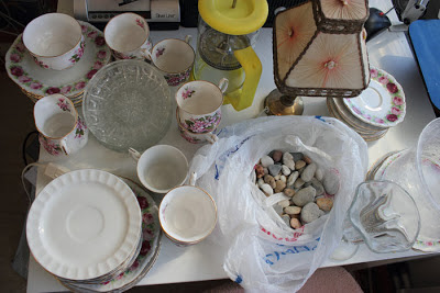 Dagens porslinrensning, plus någon söt liten lampa och en kaffekokaretillbringare (puh, låångt ord)