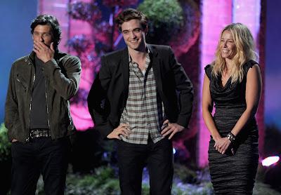 MTV Movie Awards 2011 - Página 3 PATTINSONLIFEMTVPT15%252B%25286%2529