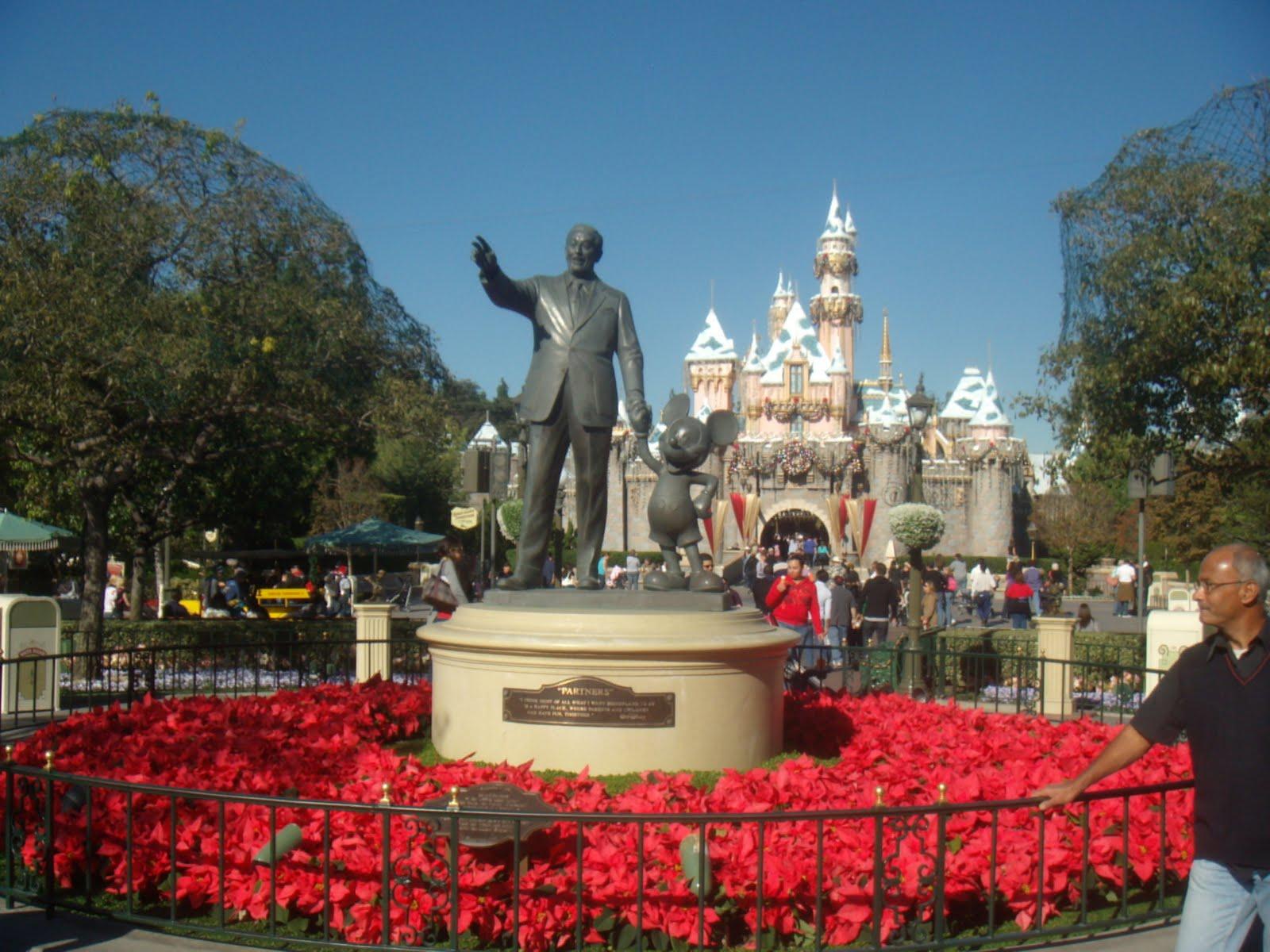Joyce And Ernie's Big Adventure: Disneyland in December