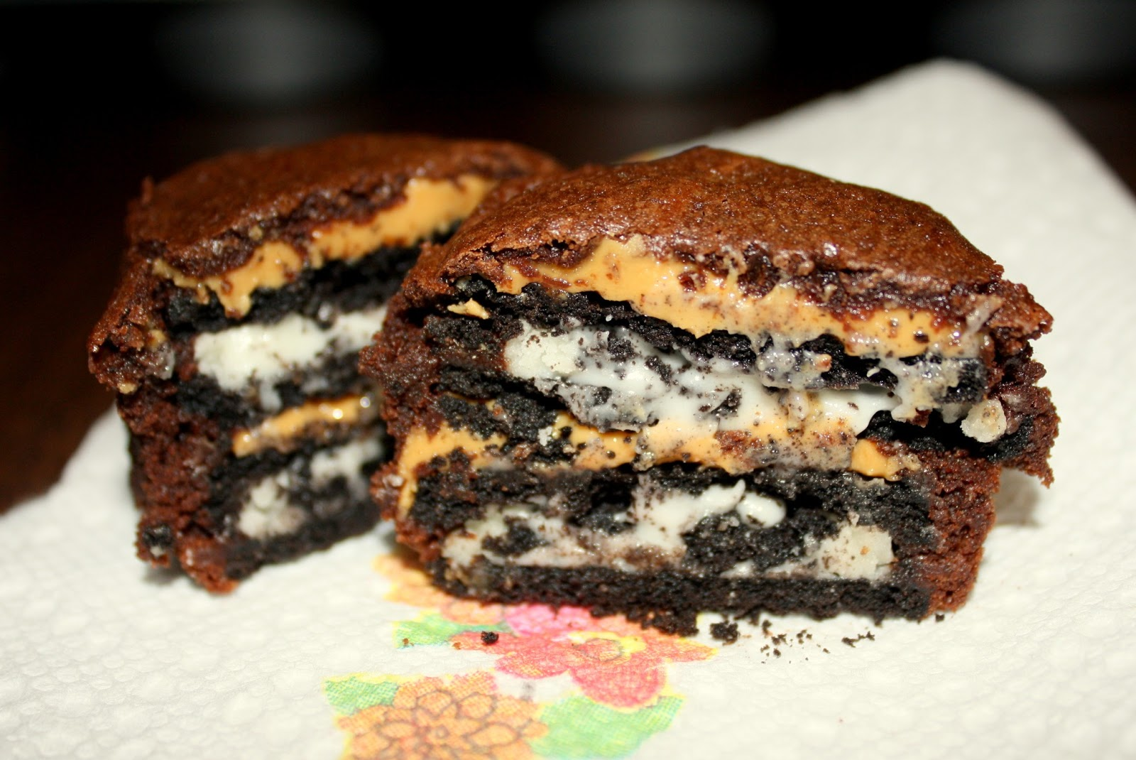 Sew Much To Say: Saturday's Sweets: Oreo Peanut Butter Brownie Cakes