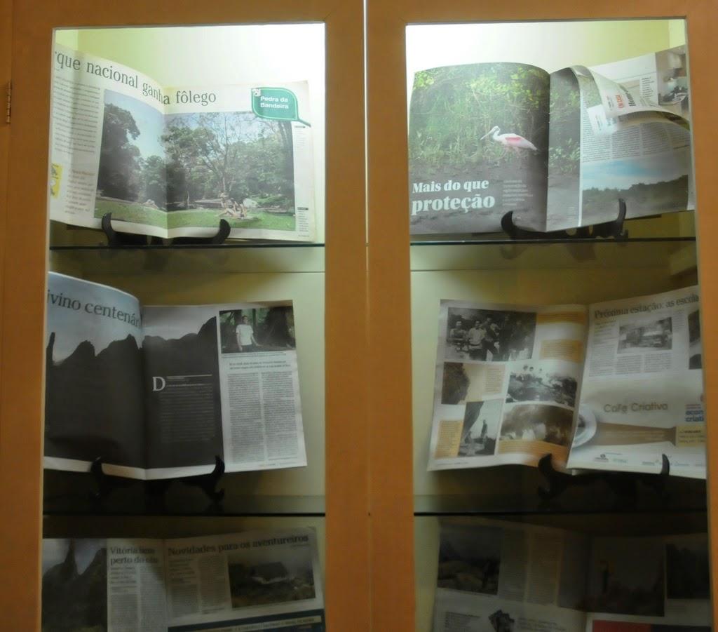 Matérias jornalísticas sobre o tema fazem parte da mostra