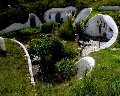 The flying tortoise switzerland 39 s real life hobbit houses for Earth house switzerland