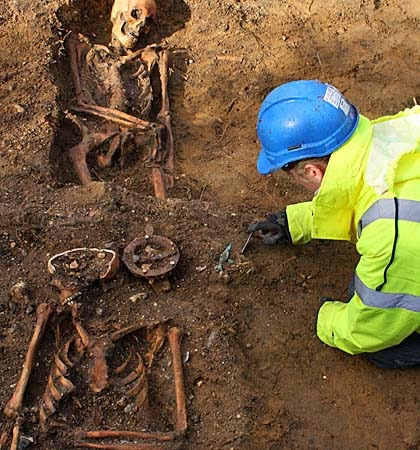 Haddenham dig yields finds dating back 1,400 years
