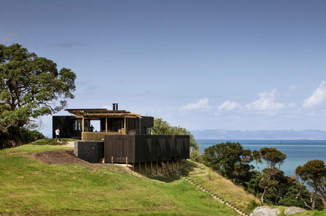 Estilo rustico casa rustica y moderna frente al mar for Casas modernas junto al mar