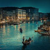 Espero que algún día,sigas sacándome las mismas sonrisas de siempre desde Venecia.