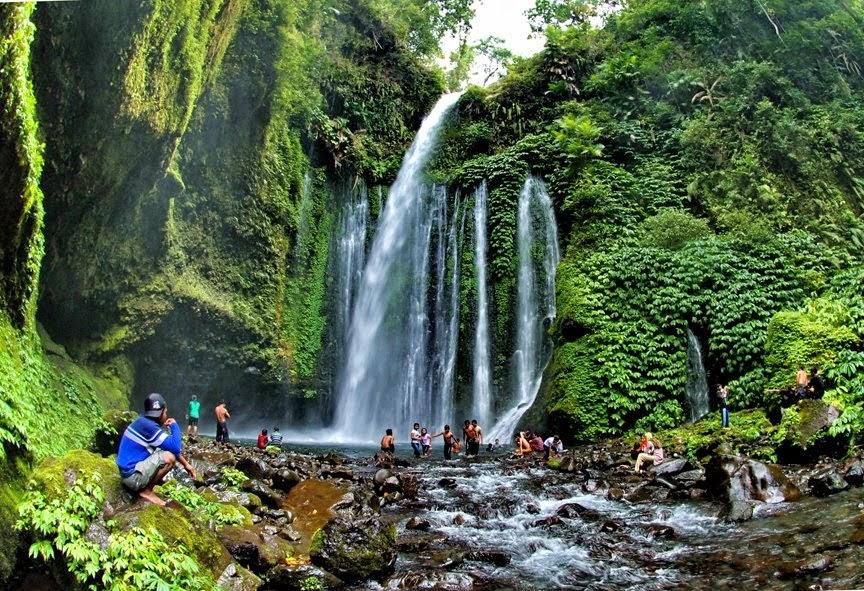 http://www.lomboksociety.web.id/2015/04/wisata-air-terjun-kembar-lombok.html