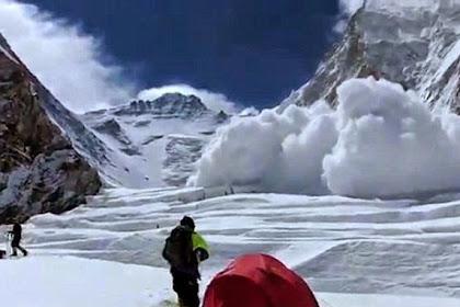 Detik-detik Longsor Gunung Everest Menewaskan 13 Pendaki