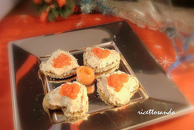bliny di grano saraceno con salmone e uova di lompo