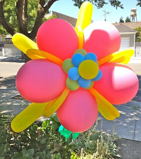 Flor hecha de globos
