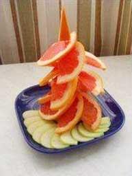 из долек грейпфрута и яблок