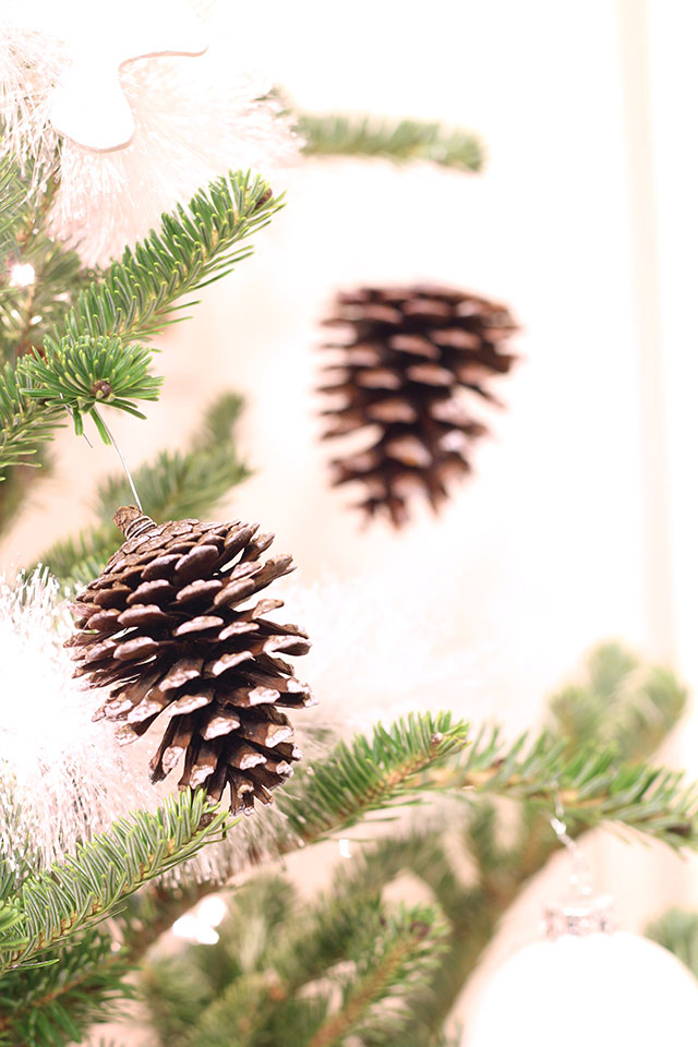 Frosted pinecone ornaments tutorial