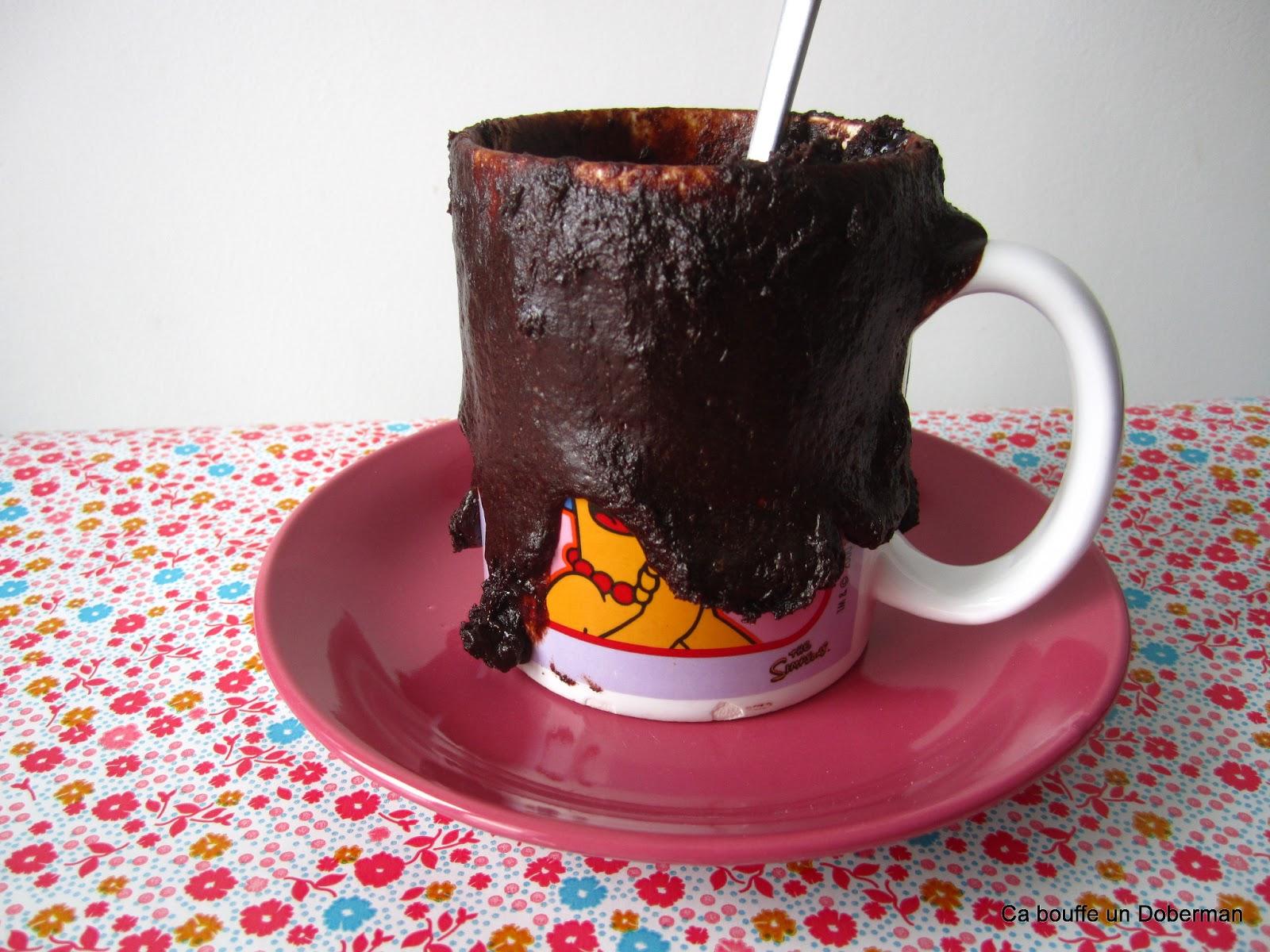 Ca bouffe un doberman le mug cake au chocolat qui fait bloup bloup - Gateau dans un mug ...