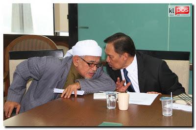 Baru sahaja mendapat maklumat bahawa Anwar Ibrahim telah pun mengakui kepada Haji Hadi dan Kit Siang bahawa beliau pelaku video seks yang tersebar di internet.Namun Anwar Ibrahim menyalahkan Dato Eskay diatas apa yang berlaku.