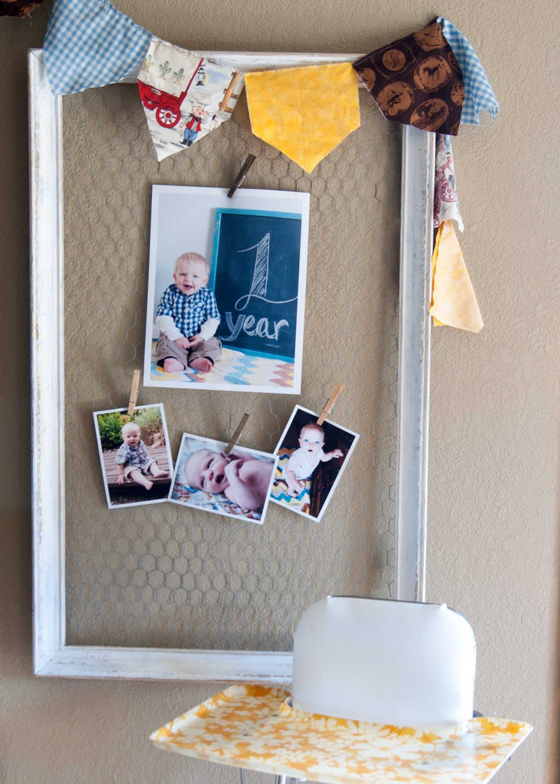 Fabric Bunting, Photo display, Chicken wire frame