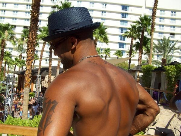 Loving moore shemar moore daily photo 3 4 for Shemar moore tattoos