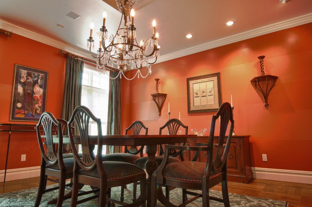 Orange Is Also Gloomy There A Dining Room In The Small Area That Looked Very And Comfortable Large Table With Six Chairs
