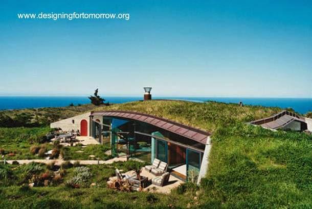 Una casa ecológica solitaria parcialmente enterrada