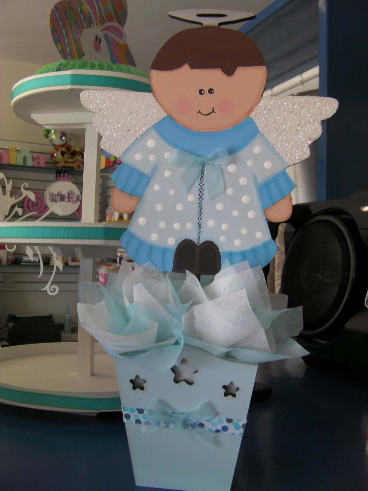 unos lindos angelitos como centros de mesa para bautizos
