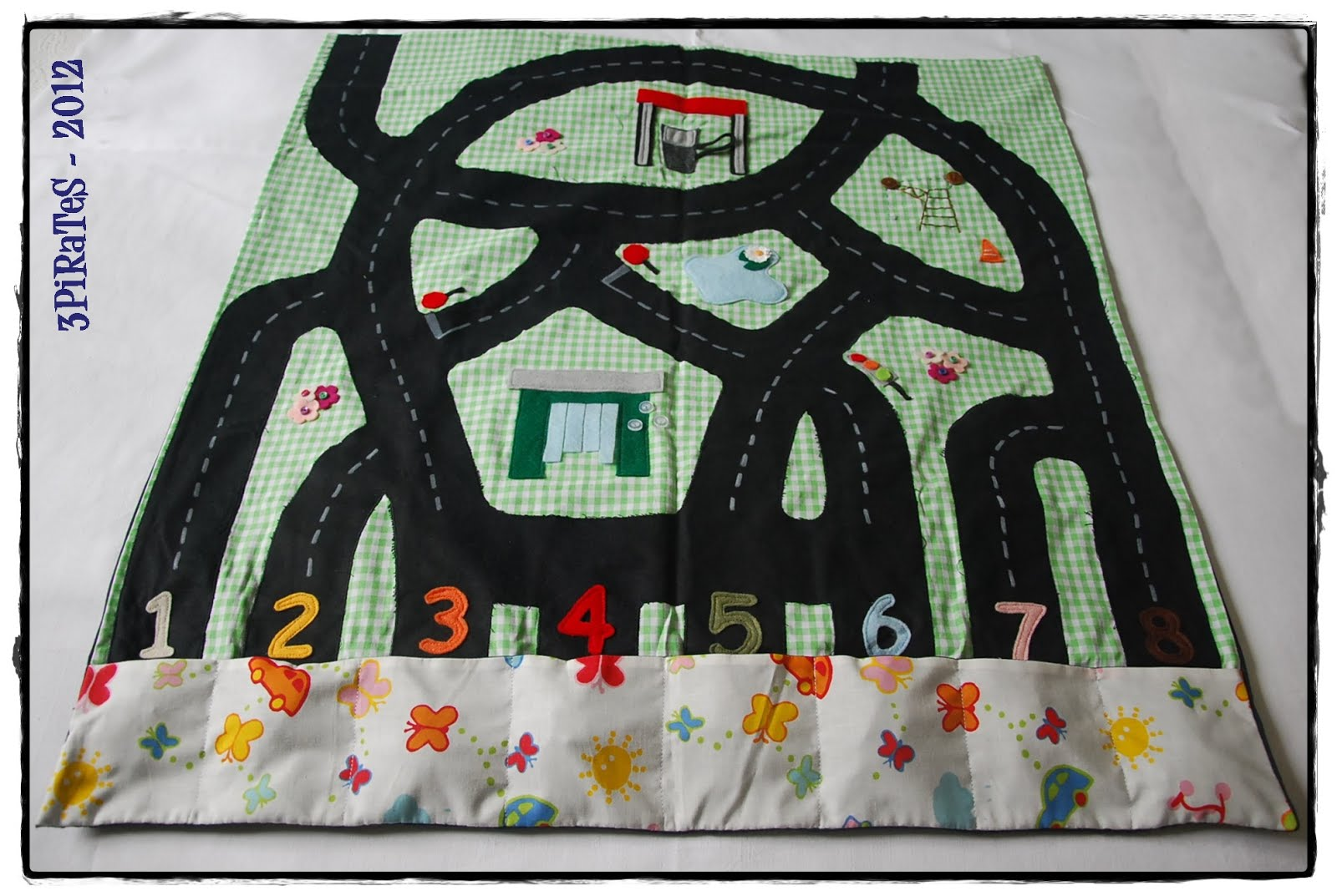 3pirates circuit nomade pour petites voitures. Black Bedroom Furniture Sets. Home Design Ideas