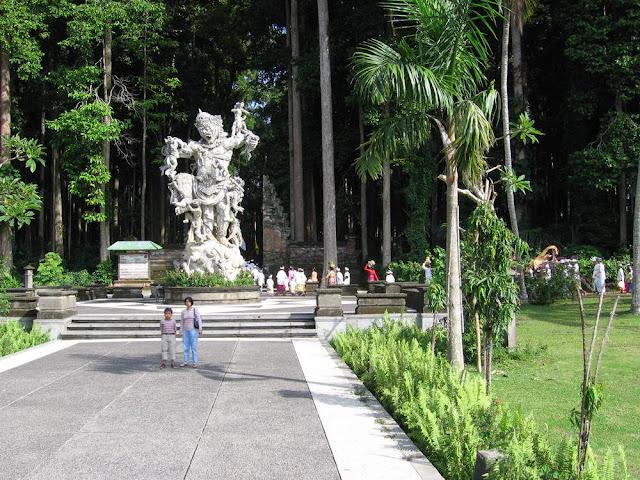 Objek wisata Sangeh Bali