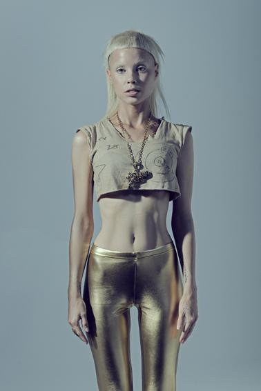 yolandi4