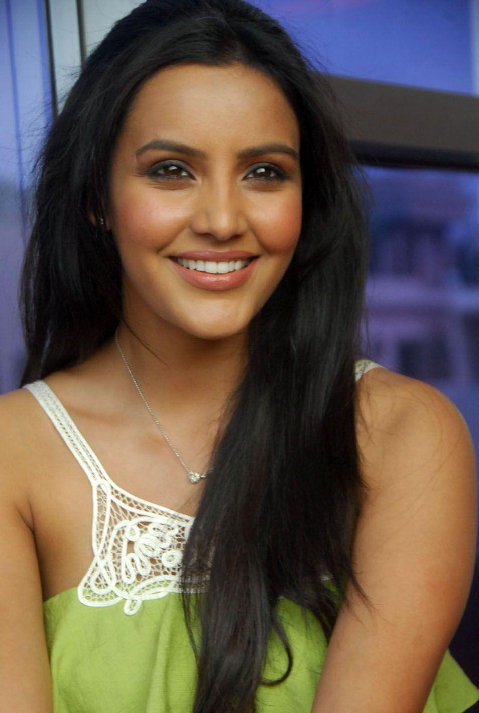 http://4.bp.blogspot.com/-LqG33i2kpCc/ThAOY6HljoI/AAAAAAAAbuI/6T8xiPk1ATs/s1600/telugu+actress+priya+anand+1.jpg