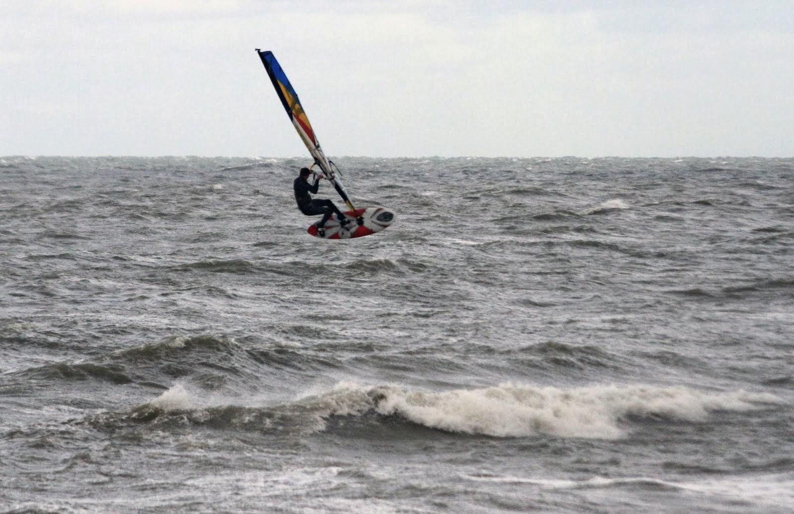 Maxim De Buck surfingmax@gmail.com