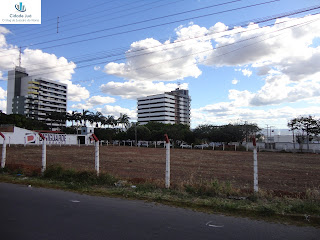É o terreno vizinho ao Cariri Medical Center e Office Cariri.