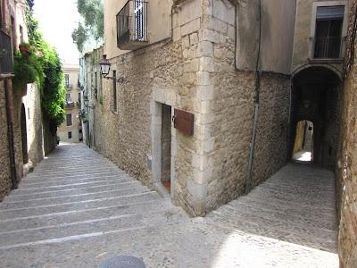 La Pujada de la Catedral and Manuel Cundero streets in Girona