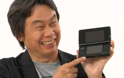 Miyamoto holding a 3DS
