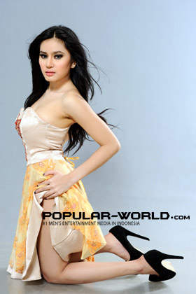 Angel Aqilla Model Majalah Popular Word, BFN Mei 2013