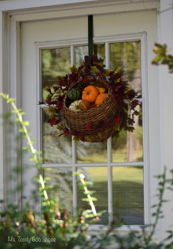 Awesome DIY Hanging Door Basket: An Easy Way To Add Some Fall Color To Your Door