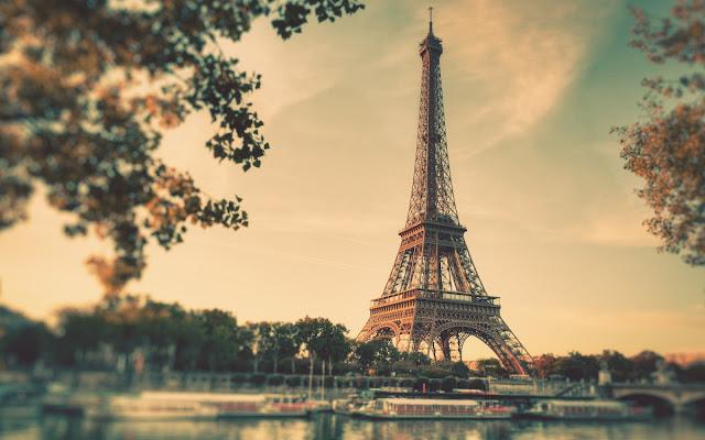 Travel free in Paris France Tour