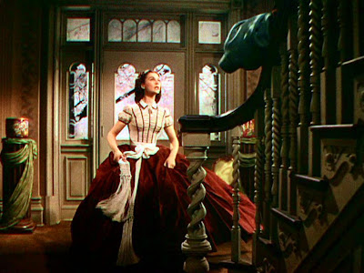 Christmas Dress on Buzz Jeans  Top 6 Holiday Outfits From Tv And Movies   Maureen O Hara