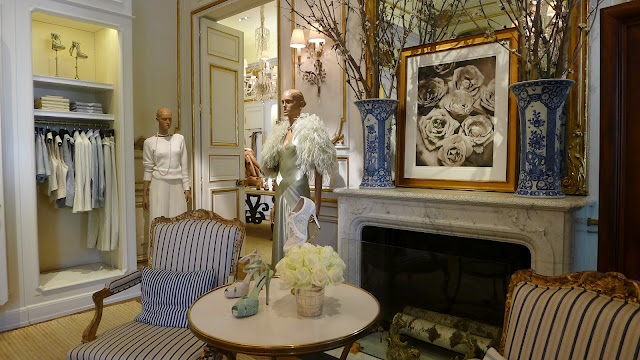 A library of design navy and cobalt the romance of blue hues for Ralph lauren interior designs
