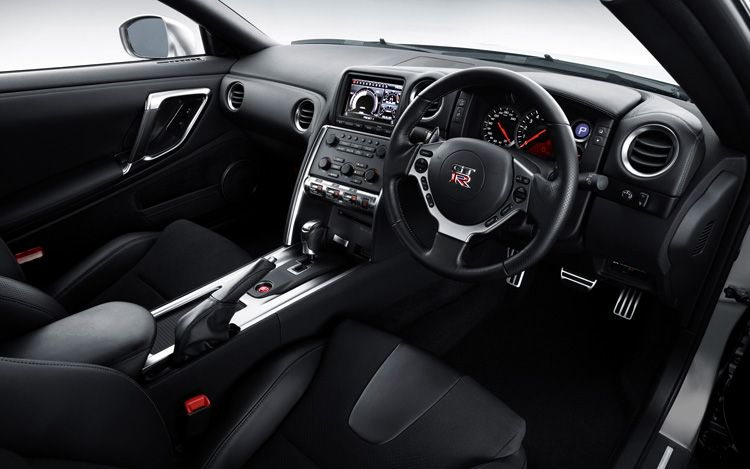 2011-nissan-GT-R-coupe