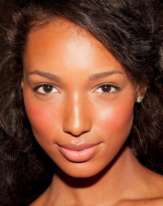 how to make skin look natural with makeup