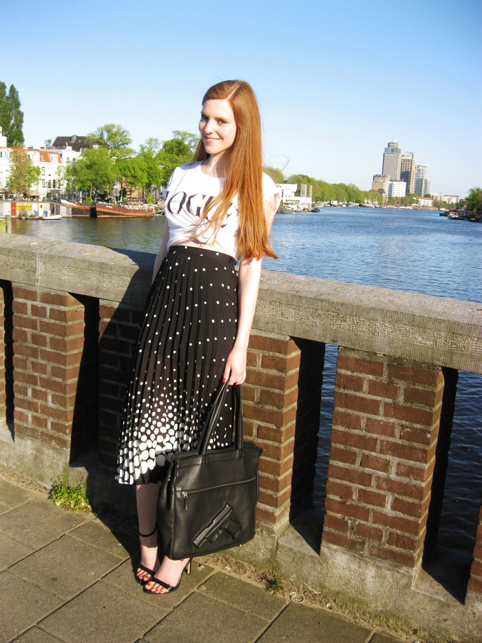 Amsterdam Monochrome Vogue Nederland blogger outfit